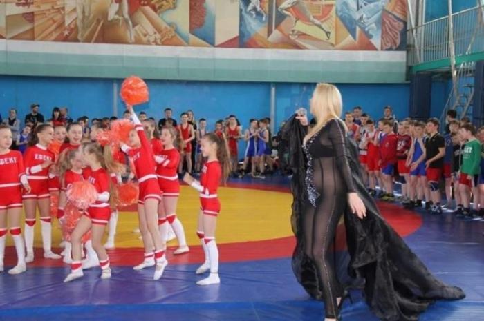 Растление евреями русских на Украине: песня без трусов для детей