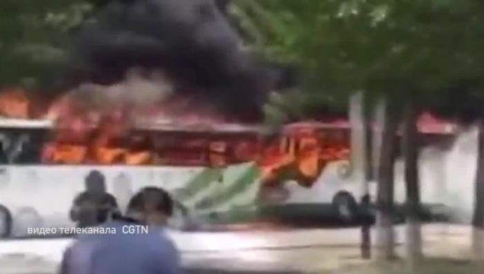 В Китае одновременно сгорели 12 туристических автобусов