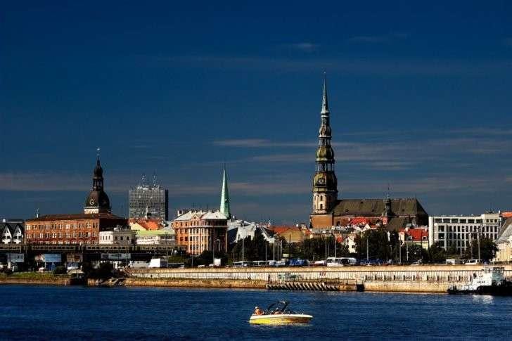 Латвия: промышленность развалиась, люди настальгируют по советским временам