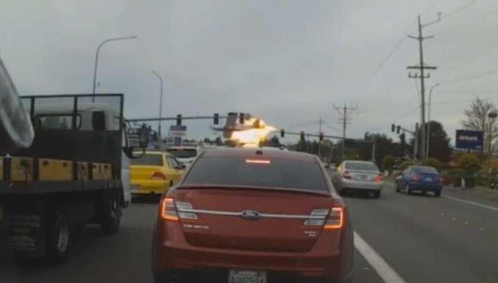 В Сиэтле взорвался Самолет над оживленной трассой