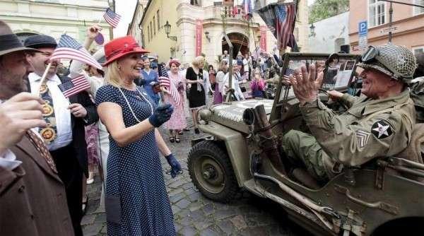 Пиндосы врут и не краснеют: Прагу, мол, в мае 1945-го освобождали... янки!