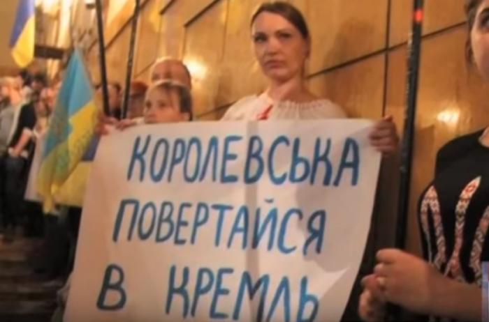 Славянск: на заседании ко Дню Победы сторонница бандерокарателей получила по голове