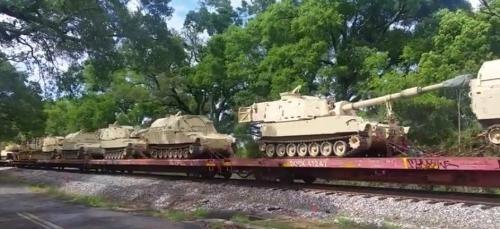 Америка продолжает перебрасывать танки. Много танков