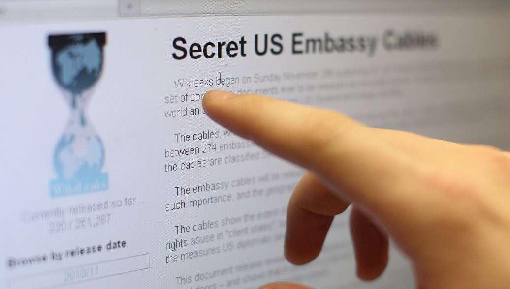 Обама вмешался в предвыборную гонку во Франции на стороне Макрона, утверждает WikiLeaks