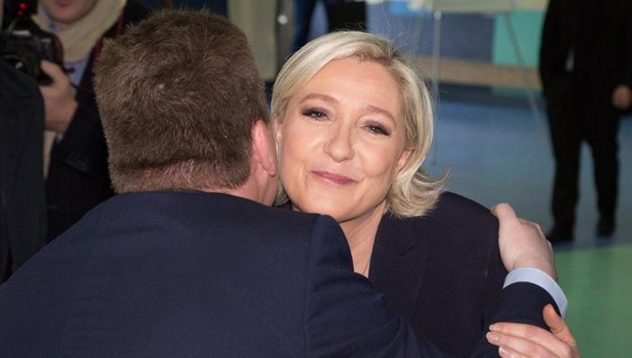 Франция взбунтовалась против ЕС: почему у Марин Ле Пен есть что праздновать