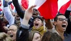 Сторонники независимого центристского кандидата в президенты Эммануэля Макрона радуются его победе, Париж, Франция