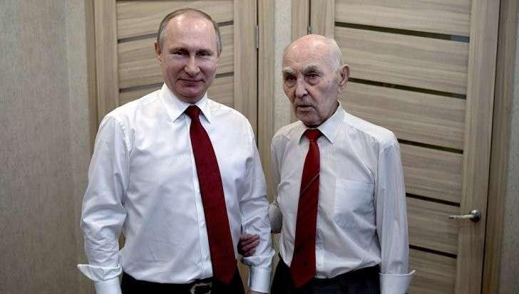 Владимир Путин поздравил с юбилеем своего экс-начальника по работе в КГБ