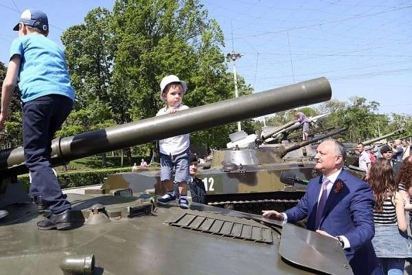 В столице Молдавии советские танки одержали победу над натовскими хаммерами