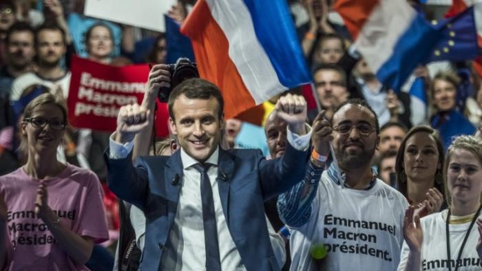 Либерально-лживый 20-процентный президент Франции Макрон – настоящая политическая проститутка