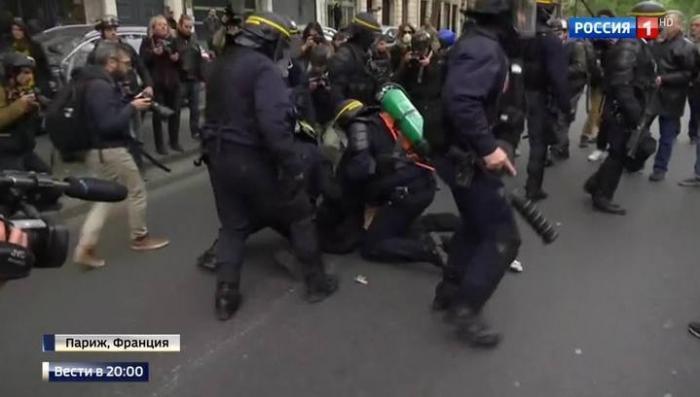 Ле Пен танцует, Париж бунтует: что ждёт Францию с новым президентом?