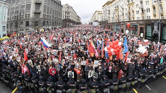 В центре Москвы проходит памятная акция «Бессмертный полк». Прямая трансляция