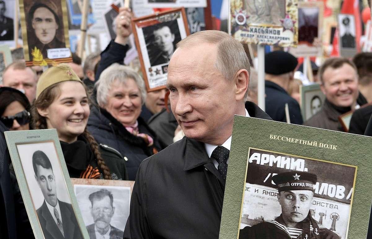 Владимир Путин принял участие в шествии «Бессмертного полка»