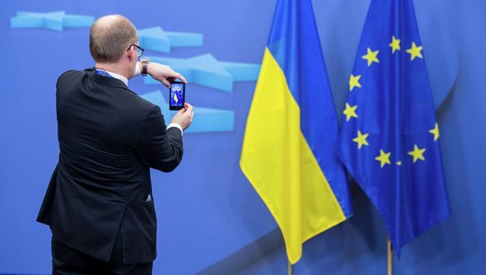 Евросоюз пообещал в ближайшие дни упростить безвизовый режим украинцам, но не всем