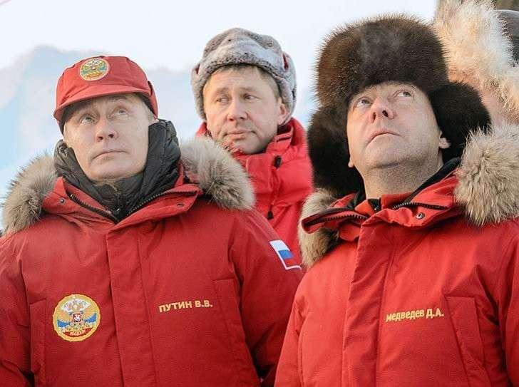 Сергей Лавров срочно полетел в США на заседание «Арктического совета», раз Лавров на 9 мая вынужден ехать в США на какой-то Арктический совет, который занимается чем бы вы думали?