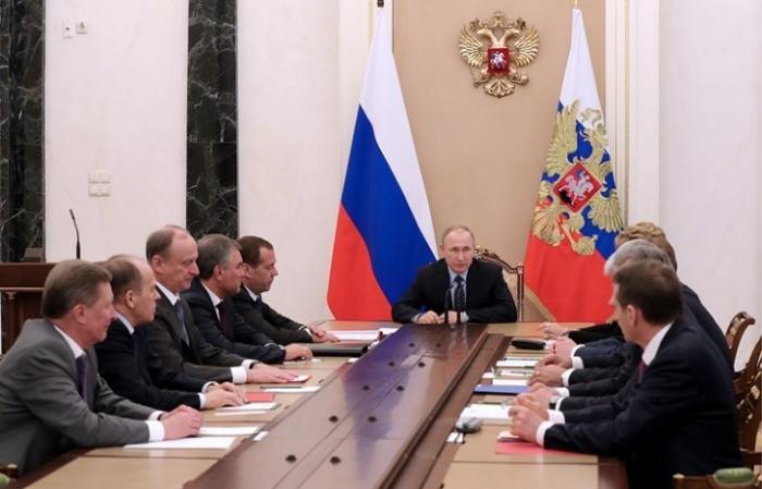 Владимир Путин обсудил с СБ РФ отношения с США перед встречей Лаврова с Трампом