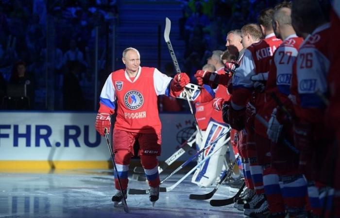 Владимир Путин вышел на лед Ночной хоккейной лиги