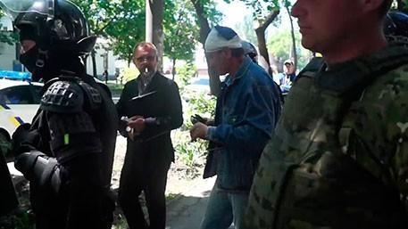 Украина: каратели из «АТО» проломили голову главе «афганцев», отомстив за драку 9 мая
