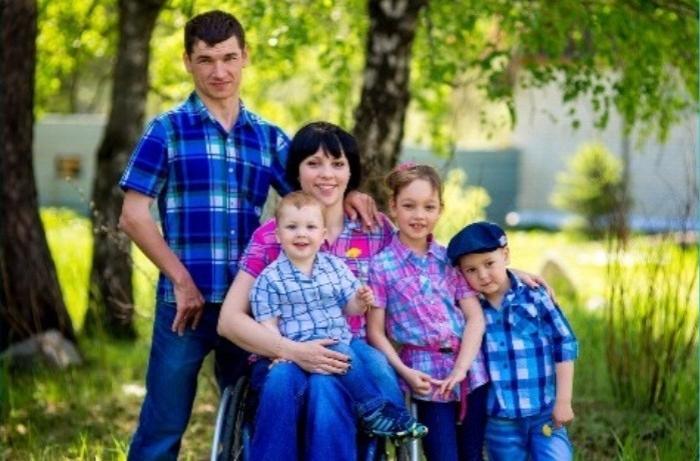 Диагноз ДЦП не помешал мужчине построить крепкую семью и помогать другим людям