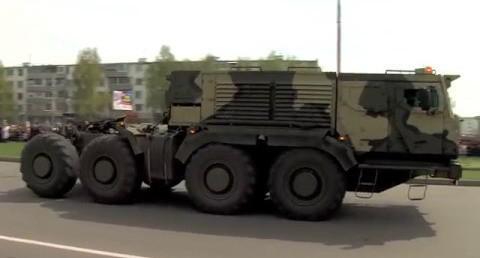 В Набережных Челнах на Параде Победы были представлены новые автомобили
