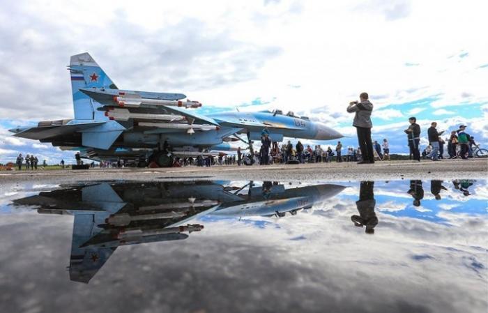 Истребитель ВКС России пролетел в семи метрах от самолета США над Черным морем