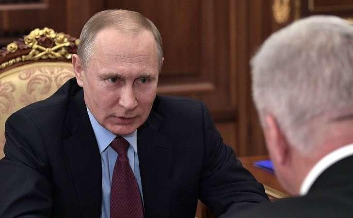 Входе встречи спредседателем Федерации независимых профсоюзов России Михаилом Шмаковым.