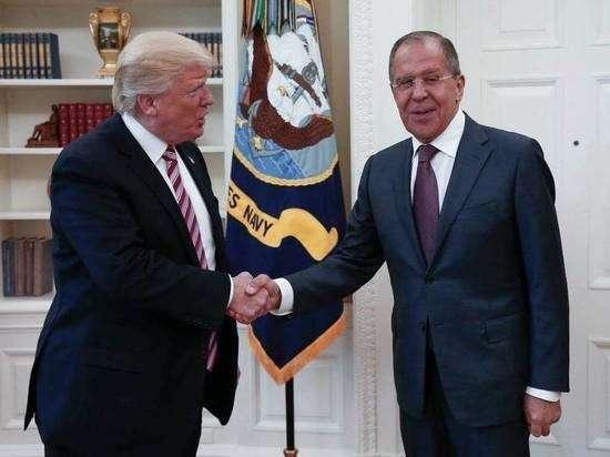 США медленно, почти незаметно, но верно сходит с мировой арены