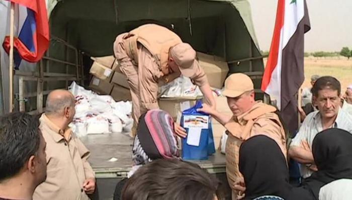В Сирии российские военные доставили жителям усиленный паек