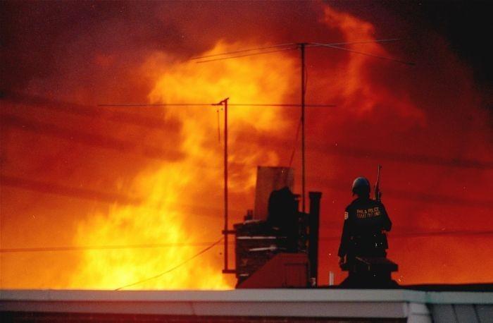 Как полиция США преподнесла урок демократии, сбросив бомбу, сожгла весь квартал
