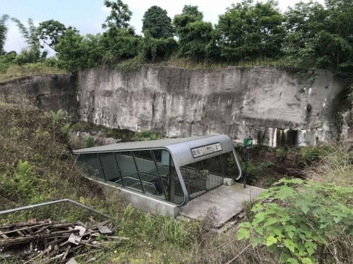 Самая странная станция метро на нашей планете