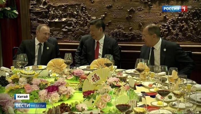 В Пекине Владимир Путин поиграл на рояле и прогулялся по парку с Си Цзиньпином