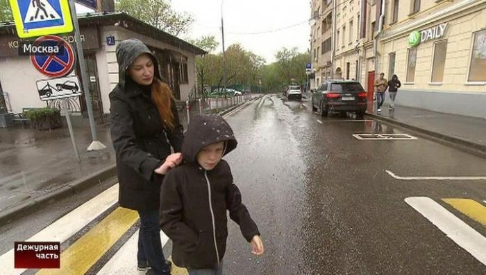 Хамовнический суд Москвы отпустил водителя BMW, напавшего на женщину с детьми