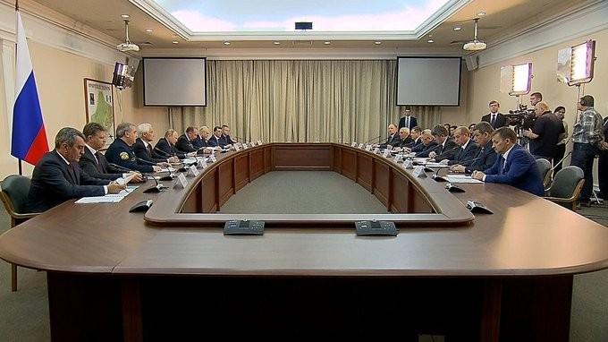Владимир Путин провёл в Иркутске совещание поликвидации последствий паводков ипожаров