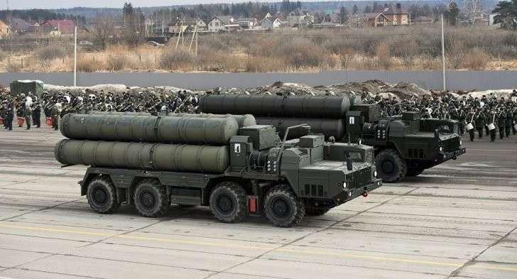 Сочи: зачем Владимир Путин собирает военных и оружейников