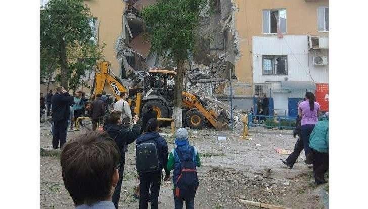 Волгоград: взрыв обрушил подъезд жилого дома