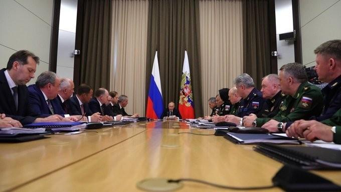 Совещание Владимира Путина сруководством Минобороны иоборонно-промышленного комплекса