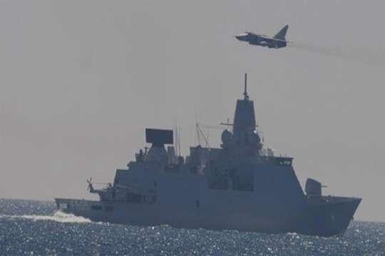 Русские бомбардировщики Су-24 пролетели над фрегатом НАТО