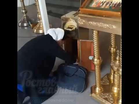 Ростов: служительница храма прославилась из-за золотого iPhone 7. Откуда деньги, Зин?