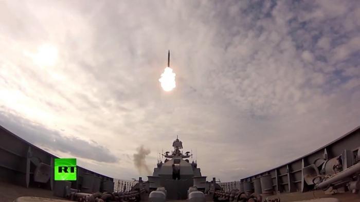 Самые зрелищные кадры учений Балтийского флота опубликовало Минобороны России