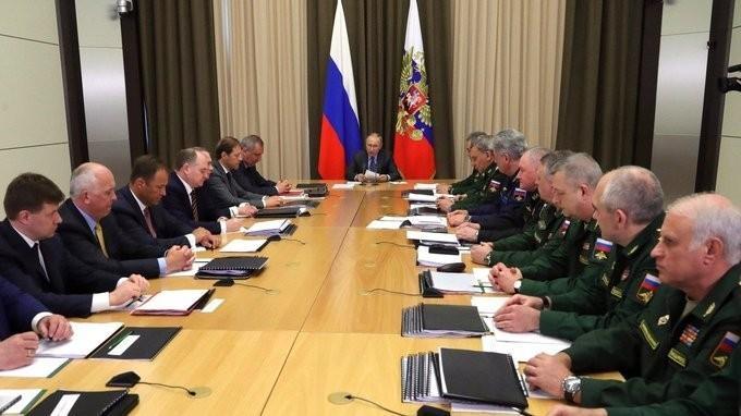 Владимир Путин провёл встречу сруководством Минобороны иоборонно-промышленного комплекса