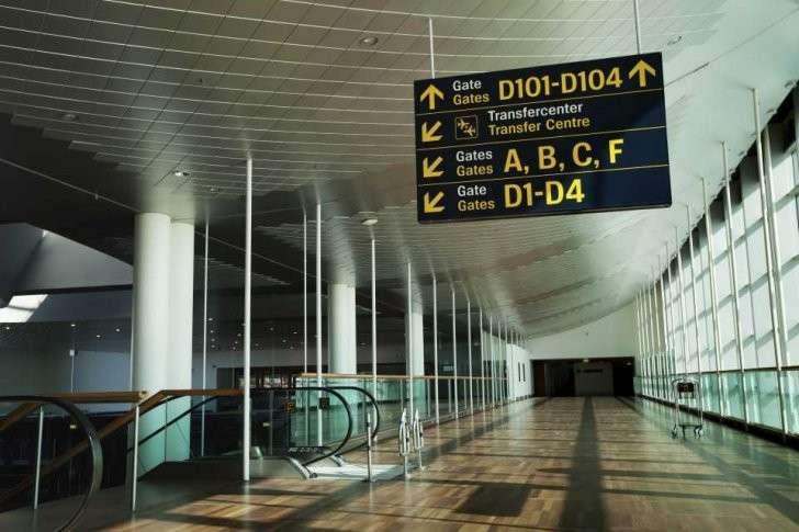 Указатель на транзитную зону в аэропорту