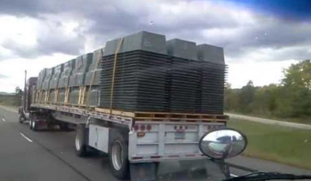 Цитата Грузовик FEMA для перевозки гробов в штате Висконсин. США