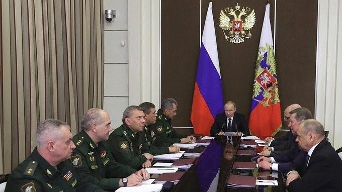 Владимир Путин провёл совещание по вопросам перспективного вооружения на основе прорывных технологий