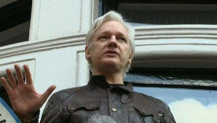 Джулиан Ассанж заявил с балкона, что война только начинается