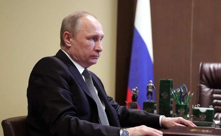 Вовремя рабочей встречи сПредседателем Правительства Дмитрием Медведевым.