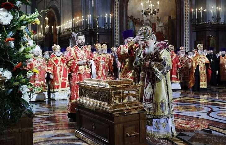 Встреча ковчега с частицей мощей Николая Чудотворца в храме Христа Спасителя в Москве