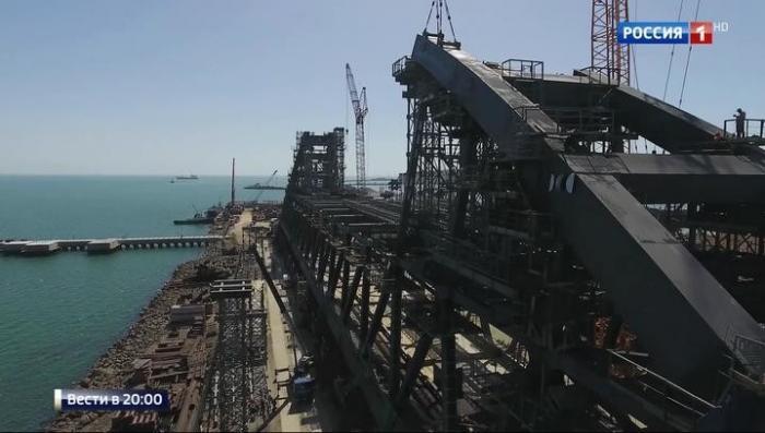 Керченский мост: завершено возведение всех фарватерных опор
