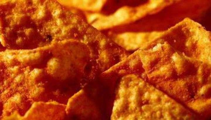 В США американец съел купленные на заправке чипсы и умер