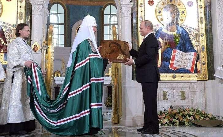 Владимир Путин преподнёс вдар храму Воскресения Христова иНовомучеников иИсповедников Церкви Русской икону Иоанна Предтечи XIX века.