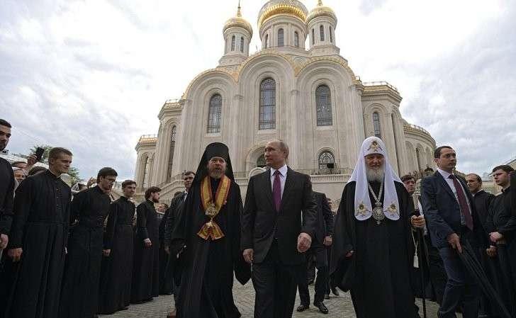 Входе посещения московского Сретенского монастыря.