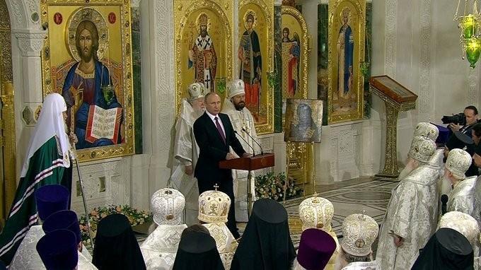 Владимир Путин посетил московский Сретенский монастырь